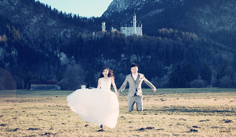 Neuschwanstein Castle Wedding Photo